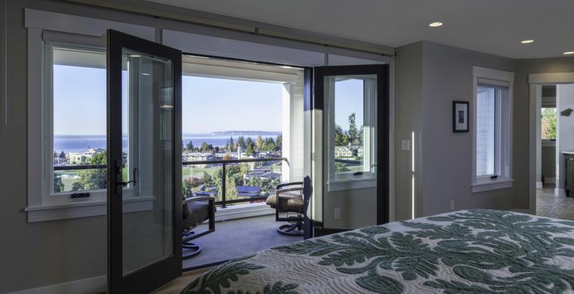 Master-Bedroom-Light-House-on-Puget-Sound-820x420.jpg